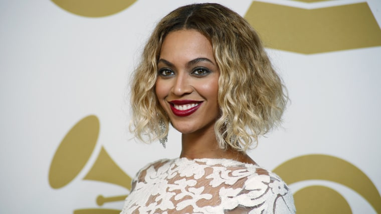 Beyonce poses backstage after performing at the 56th annual Grammy Awards in Los Angeles, California January 26, 2014.    REUTERS/Lucy Nicholson (UNIT...