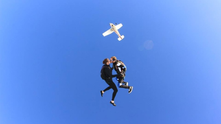 Skydivers who survived plane crash together plan to wed in