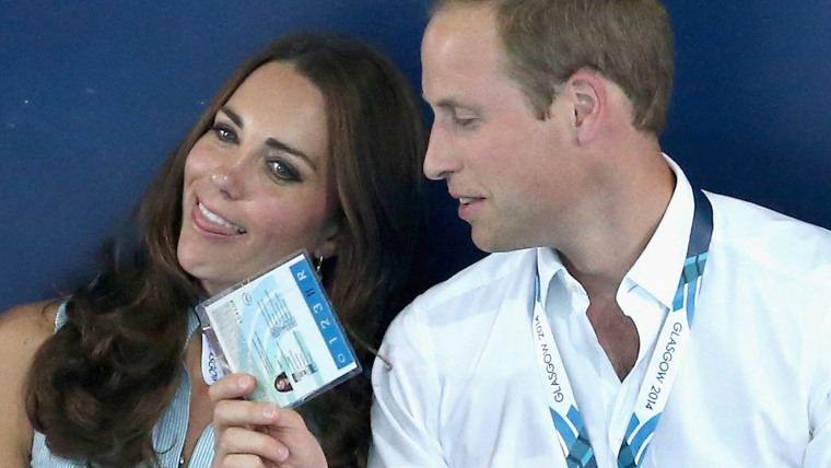 GLASGOW, SCOTLAND - JULY 28:  Catherine, Duchess of Cambridge is fanned in the heat of Tollcross Swimming Centre by Prince William, Duke of Cambridge ...