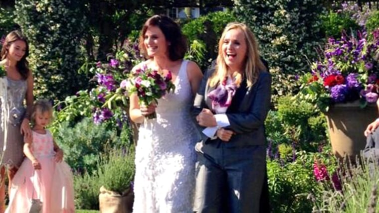 Singer Melissa Etheridge gets married, shares wedding photo