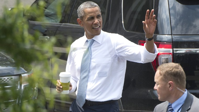 epa04246980 US President Barack Obama (C) waves to members of the news media as he walks down West Executive Drive on the White House campus after mak...