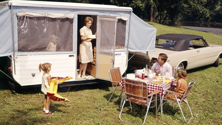 AUTOMOBILE AND TRAILER FIVE EATING FOOD VACATION MAN WOMAN GIRL. H. ARMSTRONG ROBERTS/CLASSICSTOCK/Evere...