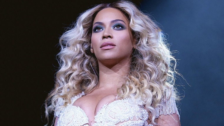 """IMAGE DISTRIBUTED FOR PARKWOOD ENTERTAINMENT - Beyonce performs onstage at her  """"Mrs. Carter Show World Tour 2013,"""" on Monday, Dec. 9, 2013 at the Ame..."""
