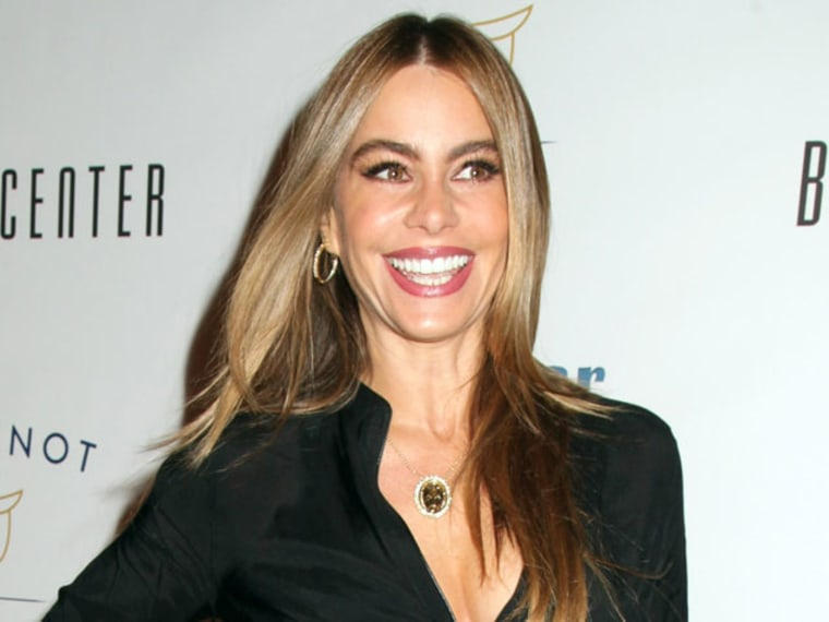 """VIDEO: Sofia Vergara Forgets the Words to \""""Jingle Bells\"""""""