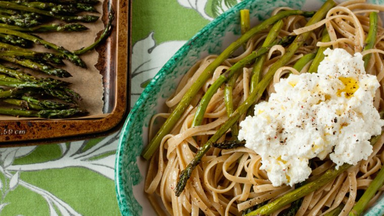Whole-wheat linguine with roasted asparagus and ricotta