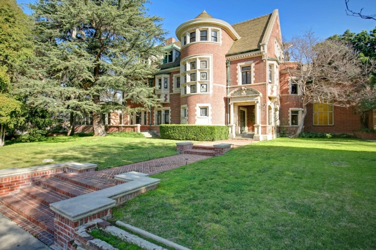 This L.A. mansion might look a little familiar, and a little creepy. It's been featured in various TV shows and films.