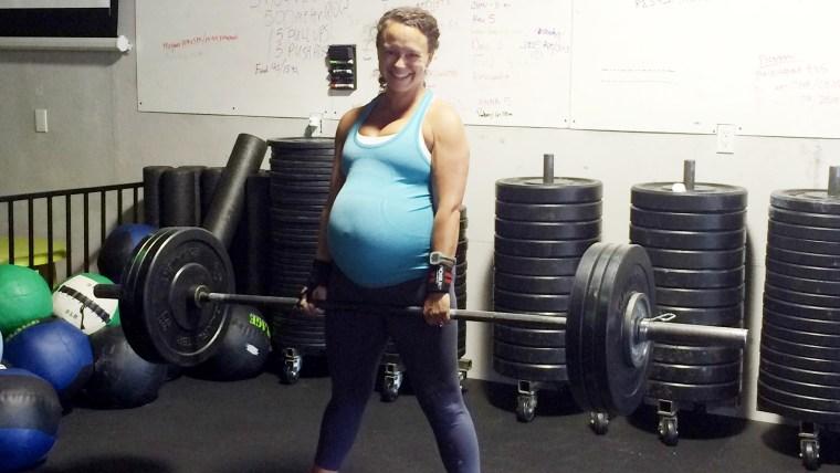 Meghan Leatherman set personal records in Crossfit at 40 weeks pregnant.
