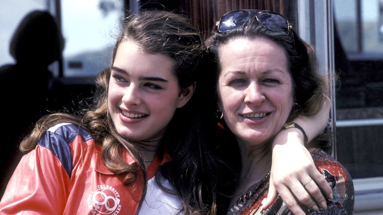 Image: Brooke Shields and mother Teri in 1980.