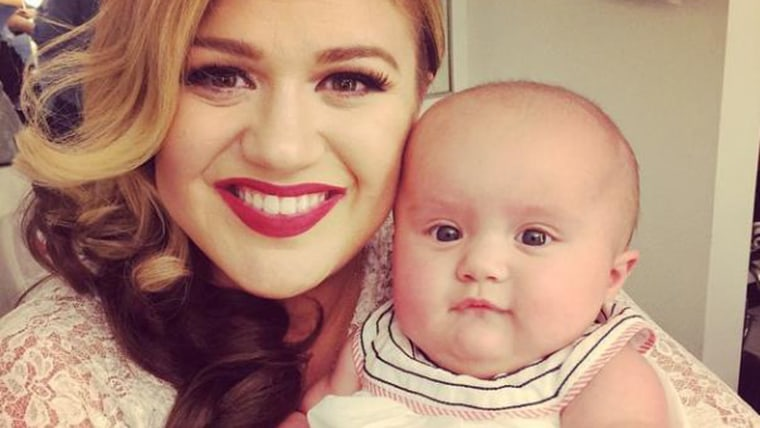Image: Kelly Clarkson and daughter