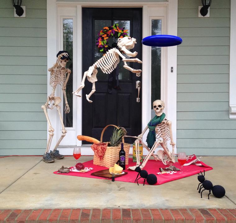 IMAGE: Skeleton picnic