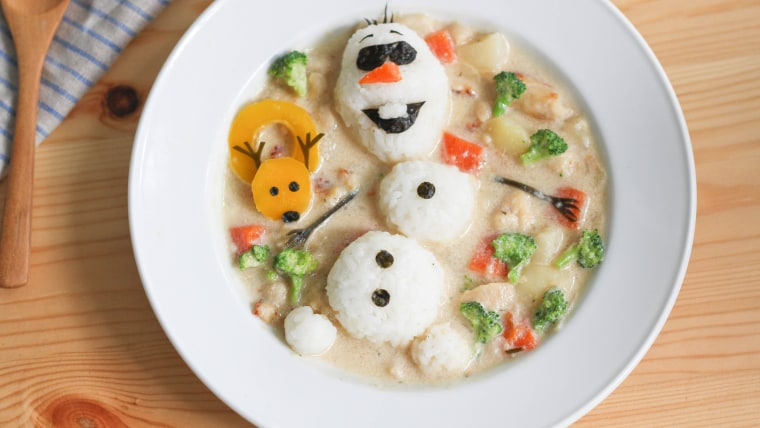 Mom creates amazing lunch art to comfort son