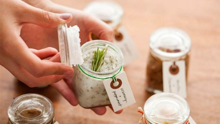 4 soothing DIY spa gifts for her