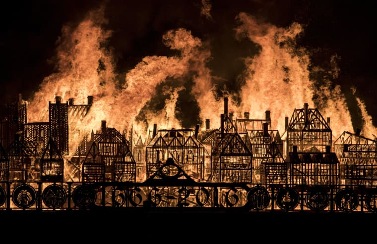 Image: A 120-meter long model of London's 17th-century skyline burns