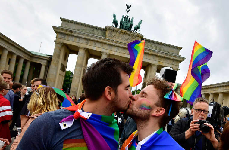 Image: GERMANY-POLITICS-GAY-MARRIAGE-HOMOSEXUALITY-PARLIAMENT