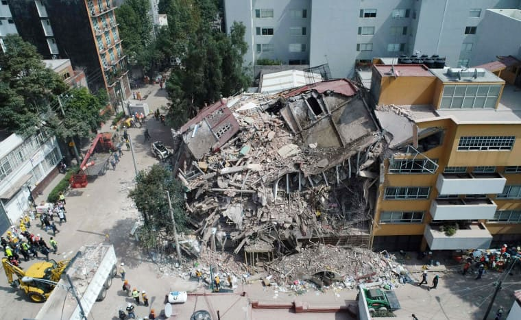 Image: Aerial view of a flattened building in Mexico City