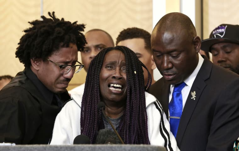 Image: Stephon Clark's grandmother cries at a press conference
