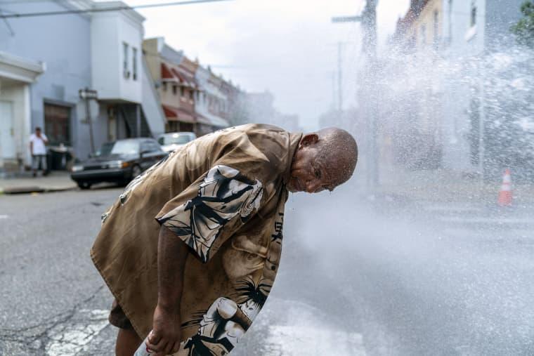 Image: Philadelphia Swelters Amid East Coast Heatwave