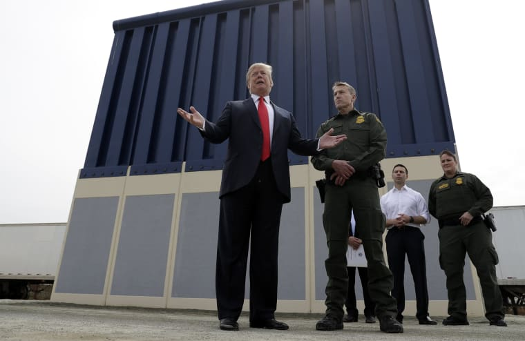 Image: Donald Trump at Border Wall