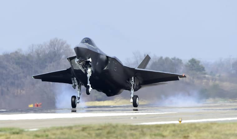 Image: A U.S. F-35A fighter jet lands at Chungju Air Base on