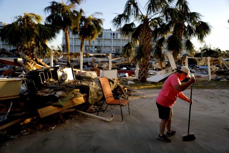 Image: Hurricane clean up