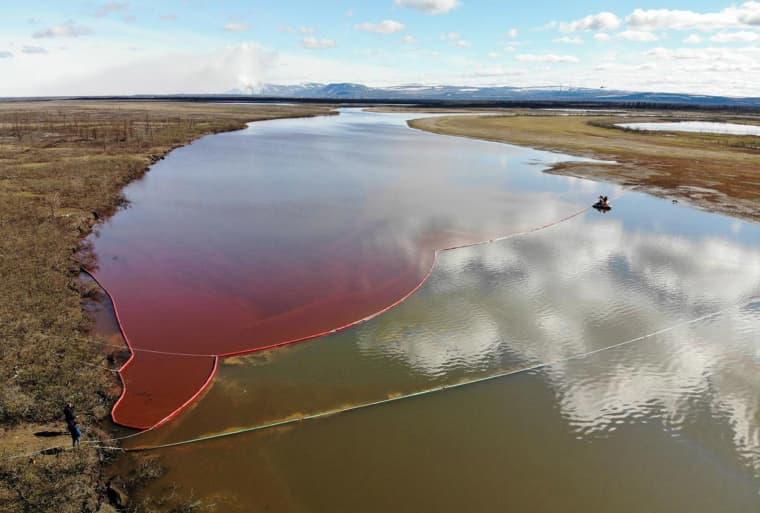 Image: RA large diesel spill in the Ambarnaya River outside Norilsk, Siberia, Russia on June 3, 2020