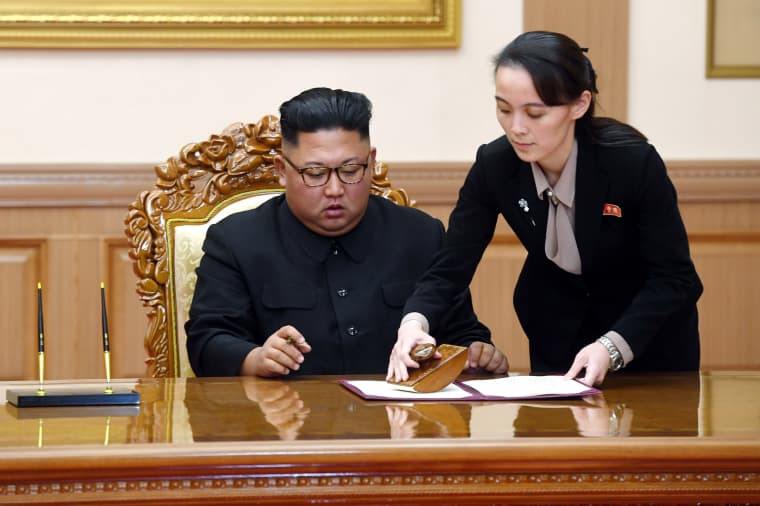 Image: Kim Yo Jong, right, sister of North Korean leader Kim Jong Un, helps Kim sign joint statement following the summit with South Korean President Moon Jae-in at the Paekhwawon State Guesthouse in Pyongyang, North Korea