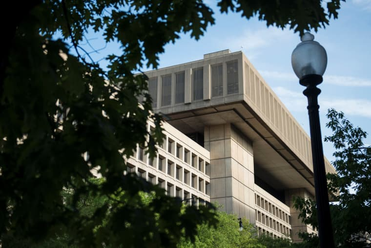 Image: FILES-US-POLITICS-TRUMP-FBI