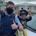 4-year-old calls the police to talk about his toys