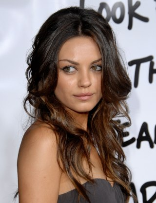 Mila kunis hair is in a bob now see the look kunis wears long waves at the forgetting sarah marshall los angeles premiere in april 2008 jon kopaloff filmmagic urmus Image collections