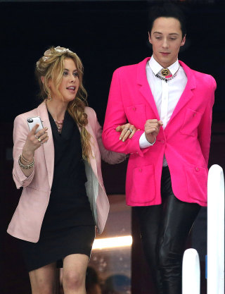 Johnny Weir And Tara Lipinski S Fun New Job Oscar Style
