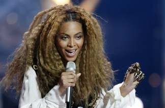 Crimped hair is making a comeback see the look then and now reuters urmus Images