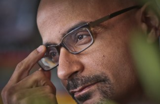 a story of immigrant struggles in drown by junot diaz Pulitzer prizewinning author, junot diaz' debut collection of fiction  the stories  are often a critical look at his own dominican immigrant culture.