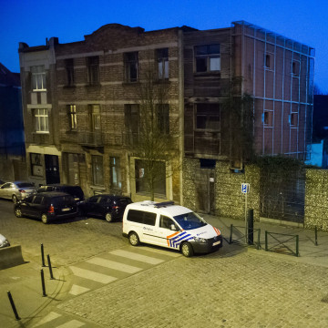 Image: Police raid on terror suspects in Brussels suburb