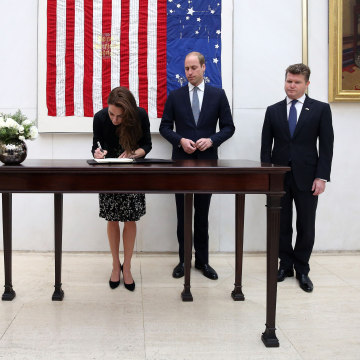 Image: The Duke & Duchess of Cambridge Sign Book of Condolence For Orlando Shootings Victims