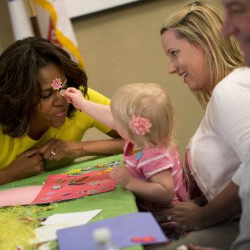 Image: Michelle Obama, Lucas Oppelt, Amy Oppelt, Lily Oppelt