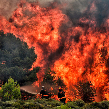 Image: TOPSHOT-CORRECTION-GREECE-FIRE