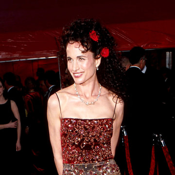Andie MacDowell during 71st Annual Academy Awards - Arrivals at Dorothy Chandler Pavilion in Los Angeles, California, United States. (Photo by KMazur/WireImage)