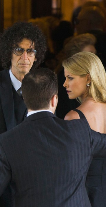 Image: Radio host Howard Stern arrives with wife Beth Ostrosky to attend the funeral of comedienne Joan Rivers at Temple Emanu-El in New York