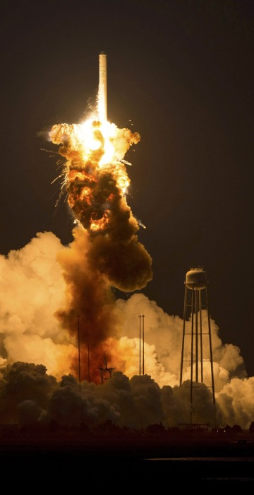 Image: NASA Cygnus cargo rocket explodes on launch for ISS