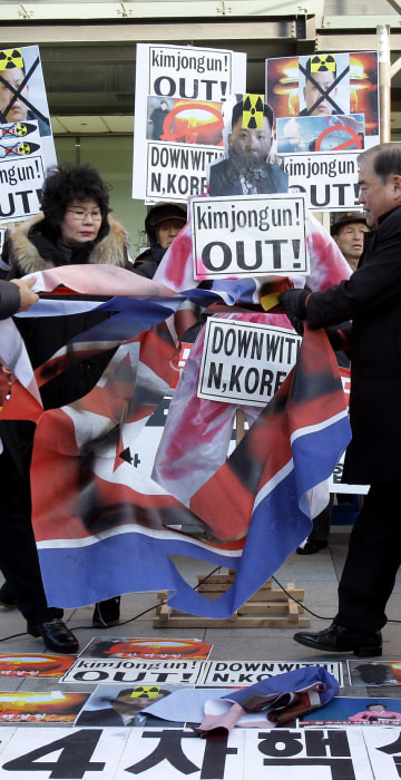 Image:Protesters rip apart North Korea's national flag with a knife