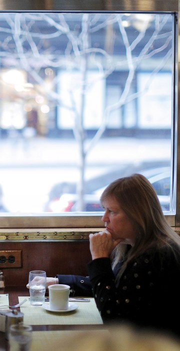 Image: U.S. Democratic presidential candidate and U.S. Senator Bernie Sanders and his wife Jane eat at the Brooklyn Diner in New York City