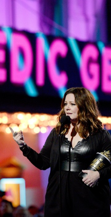 Image:Actress Melissa McCarthy accepts the Comedic Genius Award