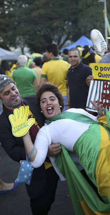 """Image:Pro-impeachment supporters demonstrate as they carry a sign reading, \""""The people want justice. Prison for the corrupt.\"""""""