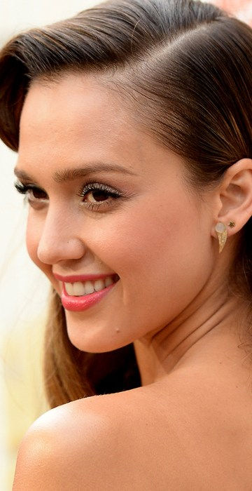 Jessica albas hairstyles through the years style jessica albas hairstyles urmus Images