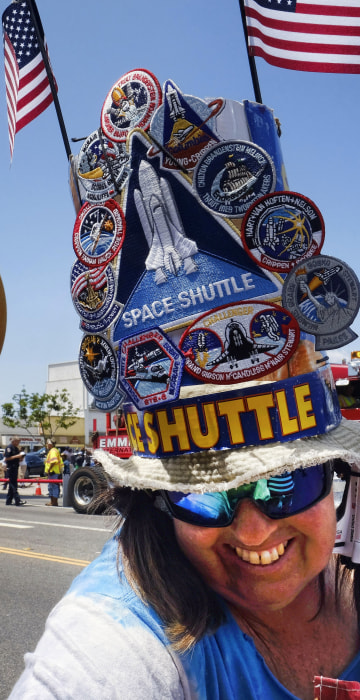 Image: space shuttle, external fuel tank, Vivianne Robinson