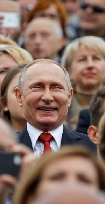 Image: Russian President Vladimir Putin watches the celebrations for the City Day in Moscow