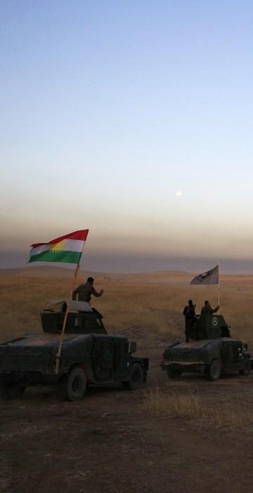 Image: A Peshmerga convoy drives towards a frontline in Khazer