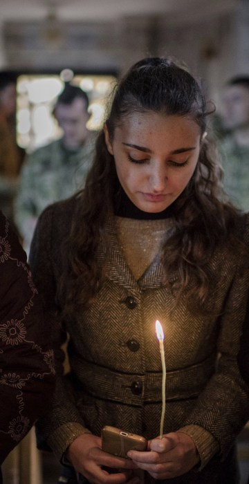 Image: Iraqis attend Christmas Eve's Mass in the Assyrian Orthodox church of Mart Shmoni