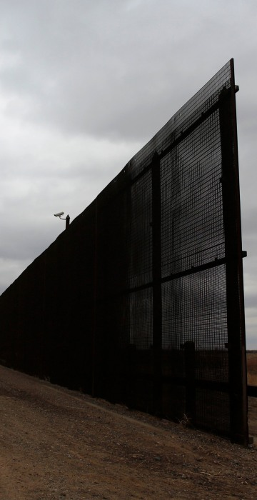 Image: Gap in the U.S.-Mexico border fence is pictured in El Paso
