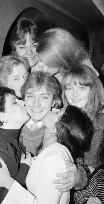 Image: David Cassidy is surrounded and kissed by presidents of his fan clubs from various parts of the United States and Europe